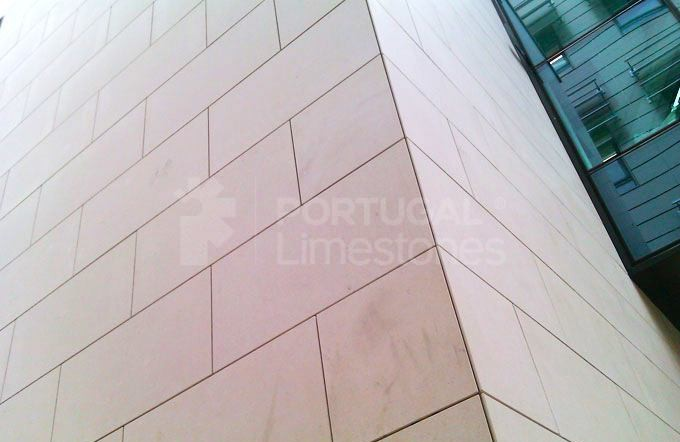 Leeds University in the UK - Cabeca Veada Exterior cladding