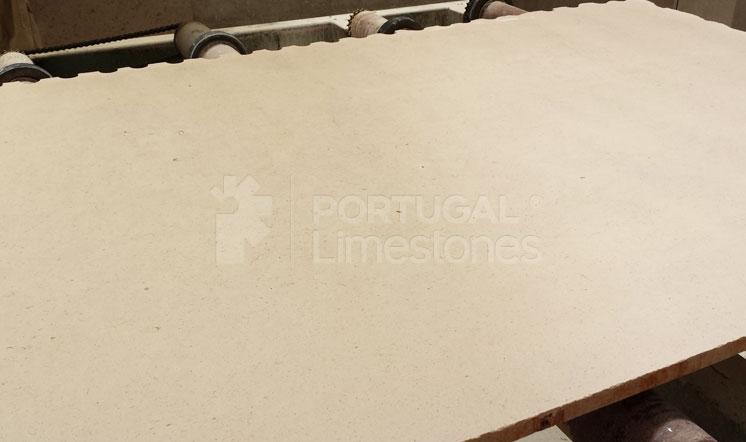 Moleanos Fine limestone slabs - Russia